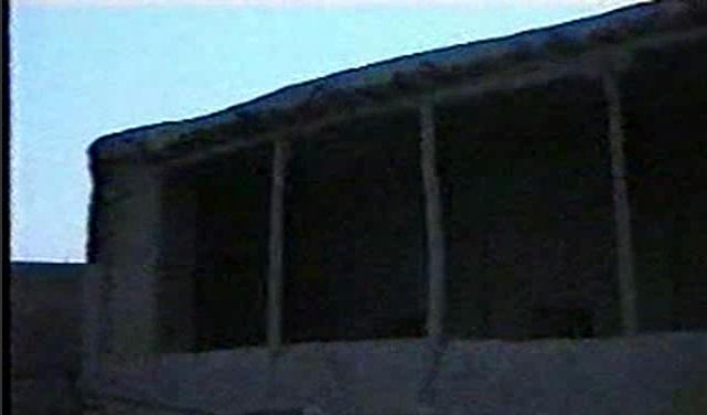 مسجد و زیارتگاه محمد حنفیه با نمای کاه گلی ۲۵ سال پیش